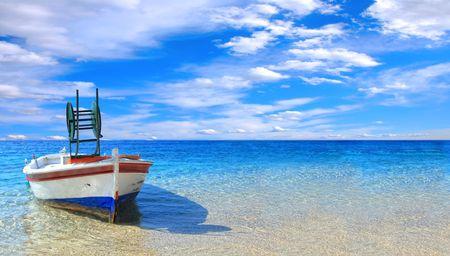 fischerboot: Fischerboot im Ionischen Meer in Griechenland  Lizenzfreie Bilder