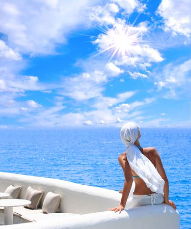 Frau Entspannung am Nachmittag am Meer Lizenzfreie Bilder