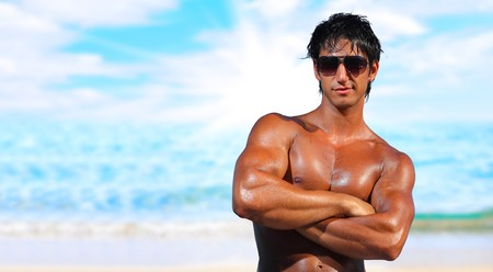 sexy caucasian fit man posing in a beach  Banque d'images