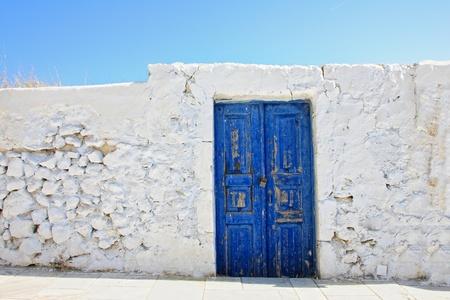 Alte Tür auf der Insel Santorin, Griechenland