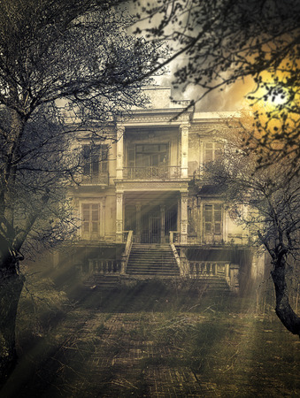 古い放棄された怖いお化け屋敷