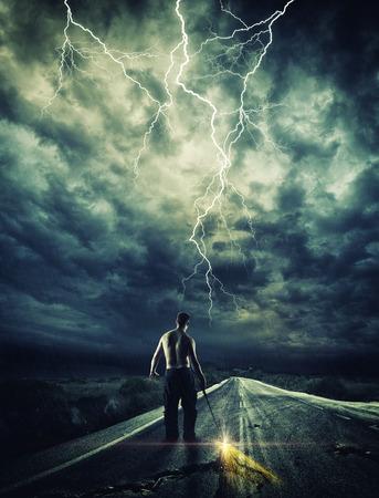 Strijder het openen van de weg met zijn Katana zwaard Stockfoto