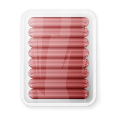 Supermarché emballés saucisses de porc isolés sur un fond blanc