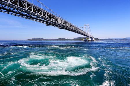 太平洋、大阪の鳴門の渦潮