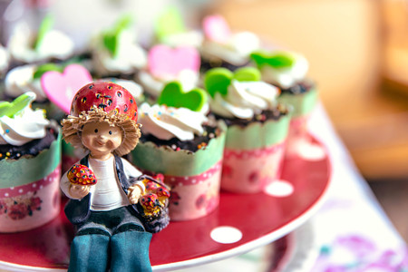 afternoon fancy cake: Cupcake and farmer doll for party