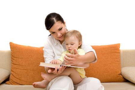 Mutter und Tochter auf Sofa  Standard-Bild - 3346154