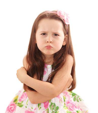enfant fach�: Naughty petite fille sur le fond blanc