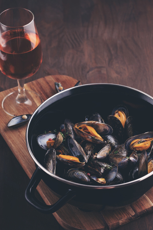 mussle: Freshly cooked mussles in herbs and white wine