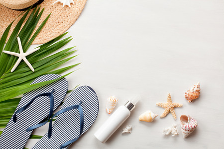 Summer vacation concept flat lay. Beach accessories top view. Space for text. travel 免版税图像