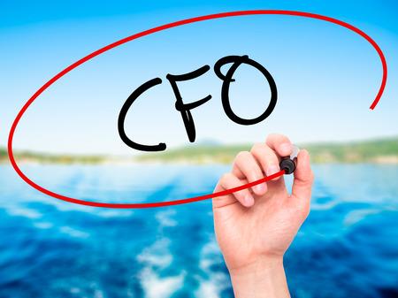 comit� d entreprise: Man Hand Writing CFO (Chief Financial Officer) avec un marqueur noir sur l'�cran visuel. Isol� sur fond. Affaires, la technologie, internet concept. photo