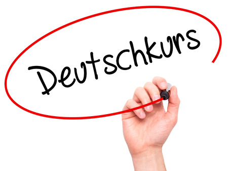 Man Hand Deutsch (Deutschkurs in deutscher Sprache) mit schwarzem Filzstift auf visuellen Bildschirm zu schreiben. Isoliert auf Hintergrund. Wirtschaft, Technik, Internet-Konzept. Stockfoto