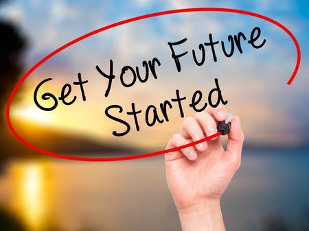 Man Hand schreiben Get Your Future Mit schwarzem Marker auf visuellem Bildschirm gestartet. Isoliert auf Natur. Business, Technologie, Internet-Konzept. Hochladen Standard-Bild - 52288277