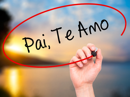 paternal: Man Hand writing Pai, Te Amo (In portuguese - Love You, Dad) with black marker on visual screen. Isolated on nature. Business, technology, internet concept.