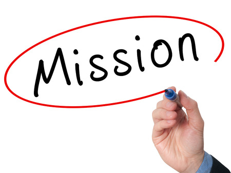 and future vision: Misión de la escritura a mano con marcador en la pantalla virtual. Negocios, la tecnología, el concepto de internet. Foto de stock