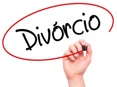 Escritura de la mano del hombre Divorcio (Divorcio en portugués) con marcador negro en la pantalla visual. Aislado en el fondo. Negocios, la tecnología, el concepto de internet. Foto de stock Foto de archivo - 52805141