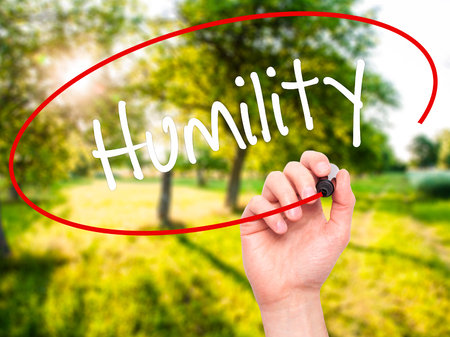 humildad: Man Hand writing Humility  with black marker on visual screen. Isolated on background. Business, technology, internet concept. Stock Photo Foto de archivo