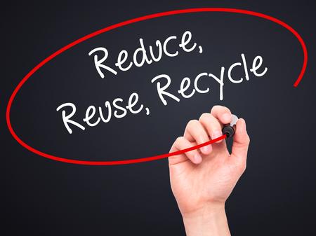 recycle reduce reuse: Escritura de la mano del hombre reduce la reutilizaci�n recicla con el marcador en blanco en la pantalla visual. Aislado en el fondo. Foto de archivo