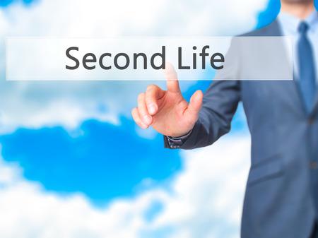 cronologia: Second Life - La mano de negocios bot�n en la interfaz de pantalla t�ctil de prensado. Negocios, la tecnolog�a, el concepto de internet. Foto de stock