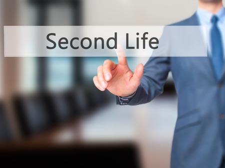 cronologia: Second Life - La mano de negocios botón en la interfaz de pantalla táctil de prensado. Negocios, la tecnología, el concepto de internet. Foto de stock