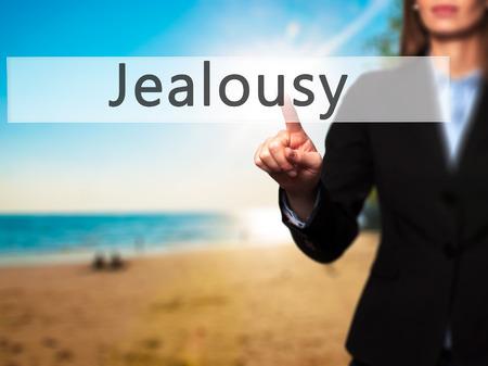 celos: Los celos - mano de la empresaria bot�n en la interfaz de pantalla t�ctil de prensado. Negocios, la tecnolog�a, el concepto de internet. Foto de stock