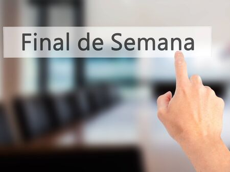 semana: Final de Semana (In portuguese - Weekend) - Hand pressing a button on blurred background concept . Business, technology, internet concept. Stock Photo