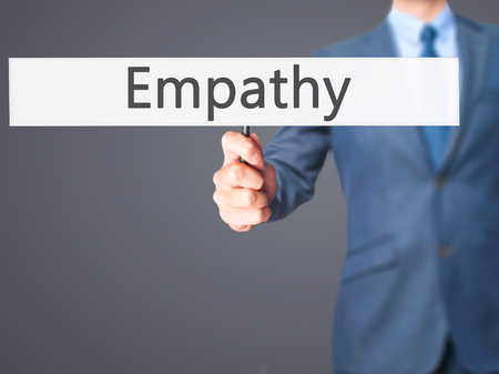 empatia: Empat�a - hombre de negocios mano que sostiene la muestra. Negocios, la tecnolog�a, el concepto de internet. Foto de stock Foto de archivo