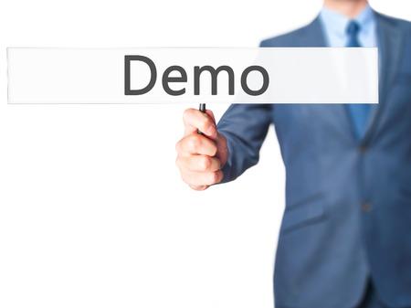 Démo - Businessman main tenant signe. Affaires, technologie, internet concept. photo