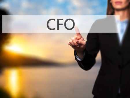 comité d entreprise: CFO (Chief Financial Officer) - Isolated toucher main féminine ou pointant vers le bouton. Affaires et futur concept technologique. photo Banque d'images