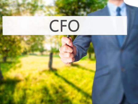 comit� d entreprise: CFO (Chief Financial Officer) - L'homme d'affaires signe montrant. Affaires, technologie, internet concept. photo Banque d'images