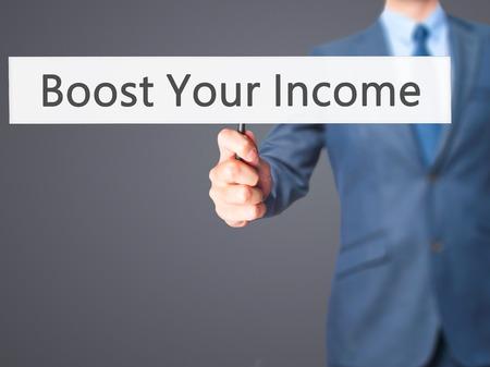remuneraciones: Aumentar sus ingresos - celebraci�n signo de mano del empresario. Negocios, la tecnolog�a, el concepto de internet. Foto de stock