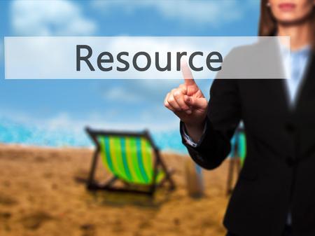 recursos financieros: Recursos - aislado que toca a mano femenina o señalando botón. Negocios y concepto de la tecnología futura. Foto de stock