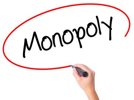 monopoly: Mujeres mano escribiendo Monopoly con marcador negro en la pantalla visual. Aislado en blanco. Negocios, la tecnología, el concepto de internet. Foto de stock Foto de archivo