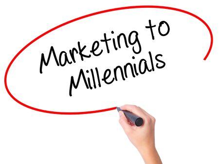 demografia: Las mujeres Escritura de la mano de Marketing de milenio con marcador negro en la pantalla visual. Aislado en blanco. Negocios, la tecnología, el concepto de internet. Foto de stock Foto de archivo