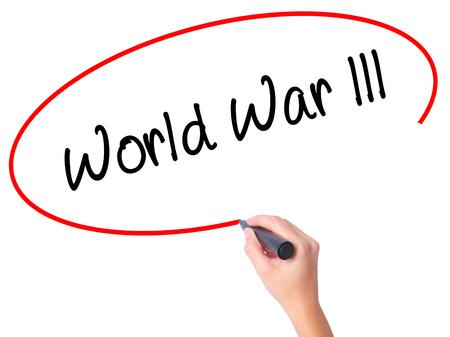 intolerancia: Mujeres Mano de la escritura de la Primera Guerra Mundial con marcador negro en la pantalla visual. Aislado en blanco. Negocios, tecnología, concepto de internet. Foto de stock