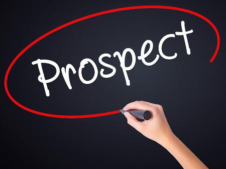prospector: Mujer escritura de la mano de Prospect a bordo transparente blanco con un marcador aislado sobre fondo negro. Concepto de negocio. Foto de stock