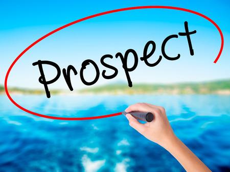 prospector: Mujer escritura de la mano de Prospect a bordo transparente blanco con un marcador aislado sobre el fondo del agua. Concepto de negocio. Foto de stock Foto de archivo