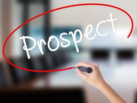 prospector: Mujer escritura de la mano de Prospect con un marcador sobre un tablero transparente. Aislado en la oficina. Concepto de negocio. imagen de archivo