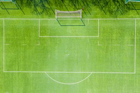 Vista aérea del campo de fútbol vacío en Europa