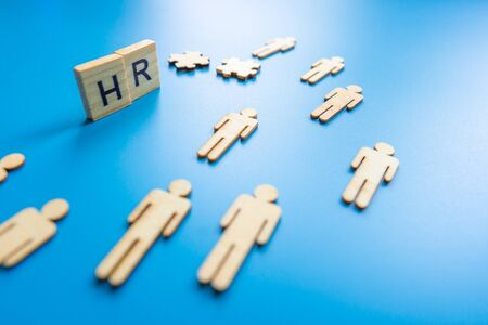 Human resources, corporate hierarchy concept and multilevel marketing - recruiter complete team represented by wooden people by one leader person (CEO) and icon. Stockfoto