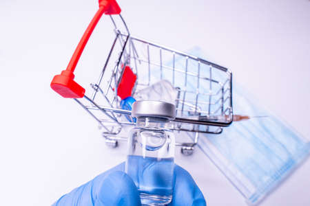 vaccine doses in a shopping cart with copyspace, an emergency and urgent vaccine distribution. COVID-19 protection. Standard-Bild