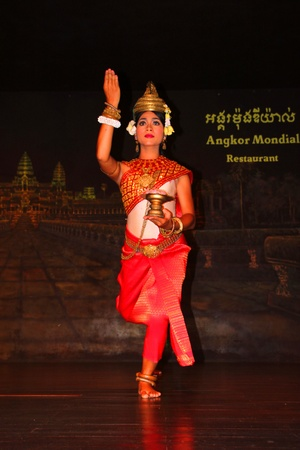mondial: SIEMREAP, KHMER REPUBLIC - NOVEMBER 5 : The unidentified woman is performing in Khmer dance in between a dinner meeting on November 5, 2011 at Angkor Mondial Restaurant, Siemreap, Khmer Republic. Editorial
