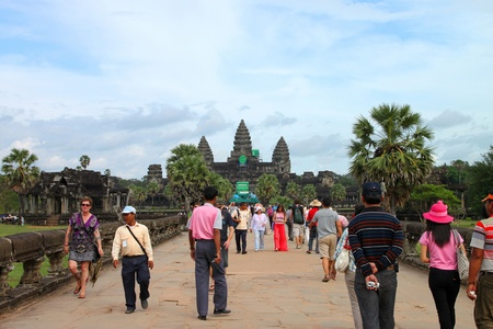 cambodge: ANGKOR WAT, SIEMREAP, KHMER REPUBLIC - NOVEMBER 6 : The unidentified people are travelling in Angkor Wat, one of the world heritages on November 6, 2011 at Angkor Wat, Siemreap, Khmer Republic. Editorial