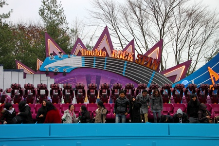 EVERLAND, YONGIN, KOREA - NOVEMBER 26 : The unidentified group of tourists are enjoy double rock spin  and be happy on November 26, 2011 at Everland, Yongin, Korea.