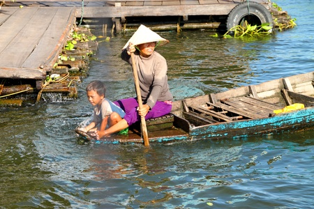 SIEMREAP, KHMER REPUBLIC - NOVEMBER 5 : The picture of way of life of Khmer people in the greatest freshwater lake in the world on November 5, 2011 at Tonle Sap Lake, Siemreap, Khmer Republic. Stock Photo - 11542780