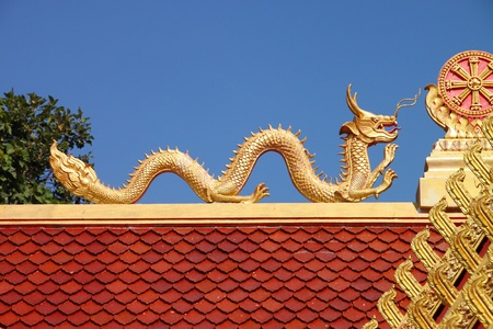 Golden dragon image on roof of Buddhist temple Stock Photo - 11837177