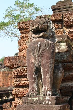 thom: Lion statue in ancient Khmer architecture, Prasat Praeh Khan
