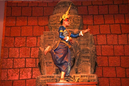 SIEMREAP, KHMER REPUBLIC - FEBRUARY 10 : The unidentified Khmer Dancer is performing on February 10, 2012 at Tonle Sap Restaurant, Siemreap, Khmer Republic.