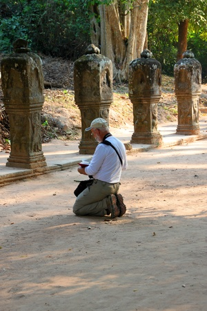 indo china: SIEMREAP, KHMER REPUBLIC - FEBRUARY 11 : The unidentified tourist is sketching picture on February 11, 2012 at Prasat Preah Khan, Siemreap, Khmer Republic.