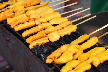 gridiron: Mariscos barbacoa de calamar a la parrilla en la estufa parrilla de carb�n vegetal