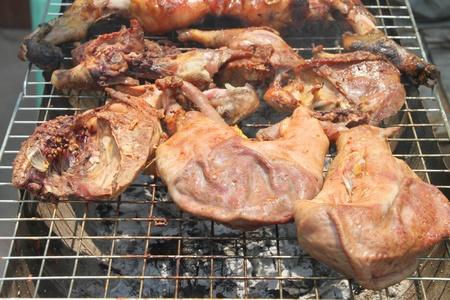 gridiron: Barbacoa de carne de cerdo a la plancha en la estufa de carb�n parrilla